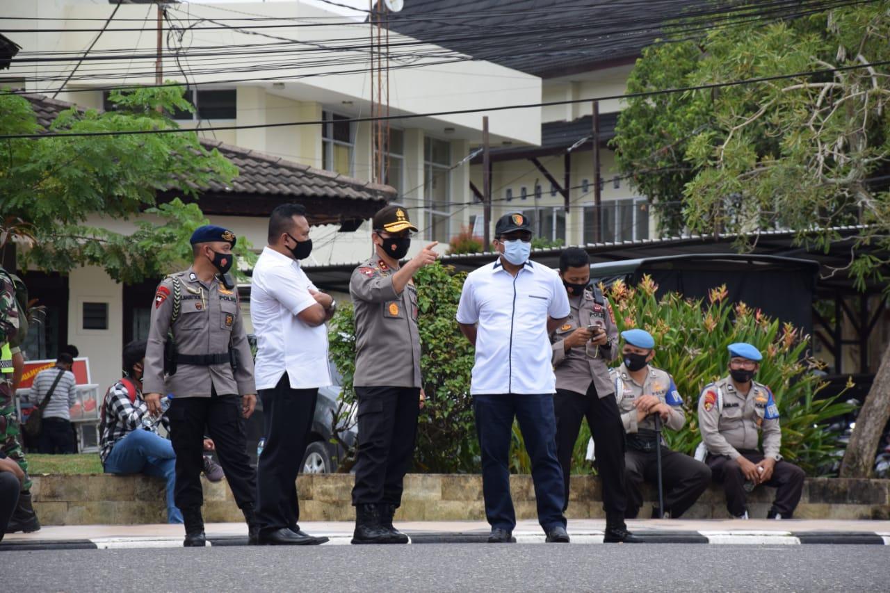 Kapolda Jambi Pimpin Pengamanan Demo Tolak UU Omnimbus Law di Gedung DPRD Provinsi Jambi