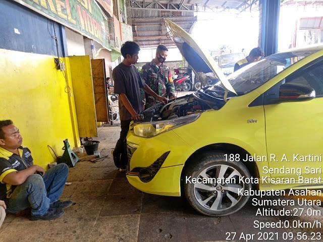 Jalin Silaturahmi Dengan Warga, Personel Jajaran Kodim 0208/Asahan Laksanakan Komsos Di Bengkel Mobil