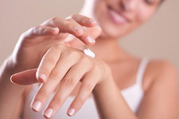 Cách trị sạm da tay đơn giản tại nhà cho da sáng mịn màng