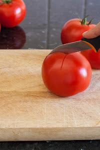 Napraviti X sa donje strane paradajza