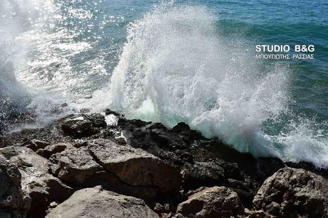 Συνεχίζονται οι Νοτιοδυτικοί άνεμοι και στο Σαρωνικό εντάσεως 8 Μποφόρ