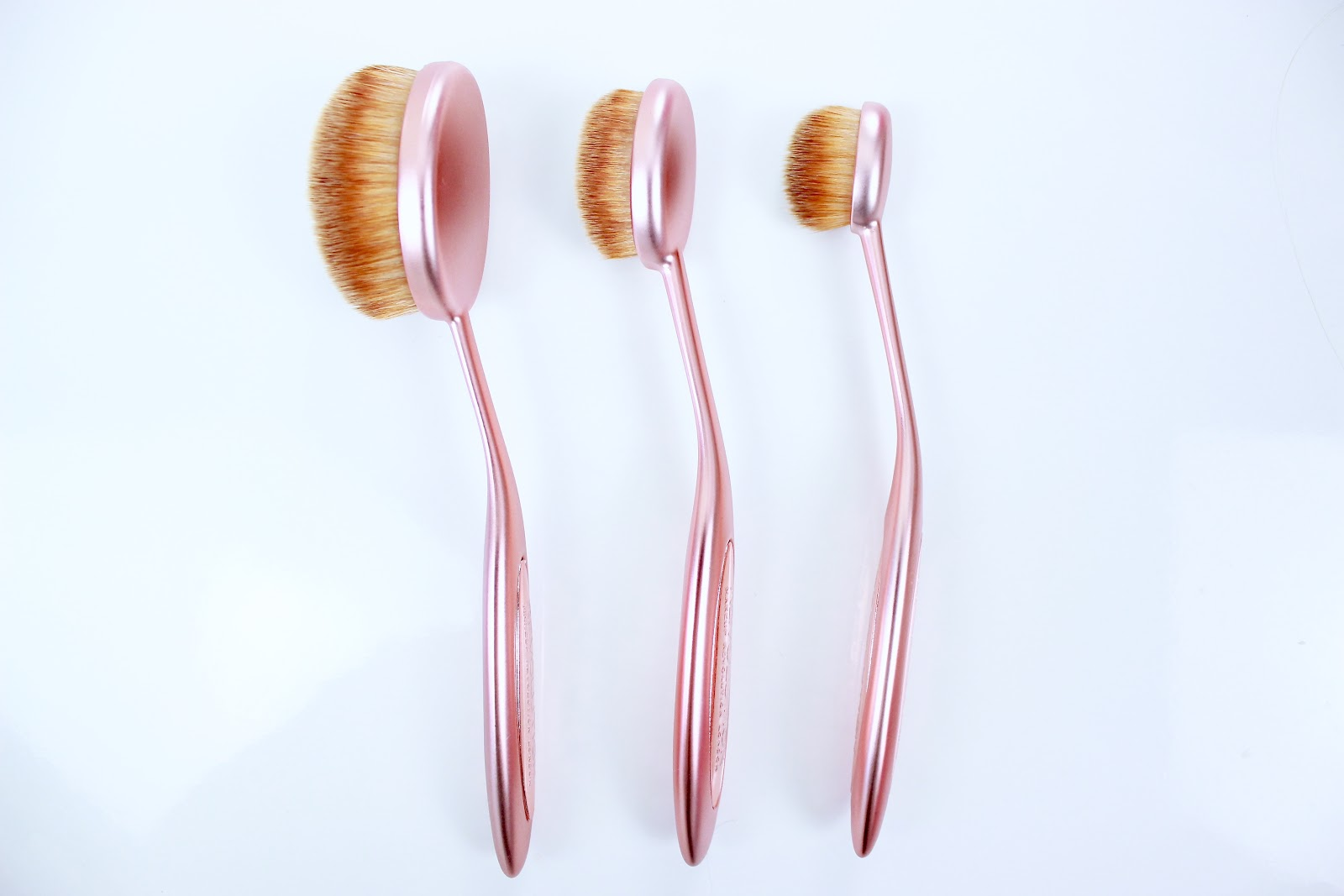 Makeup Revolution Oval Brush Set Review
