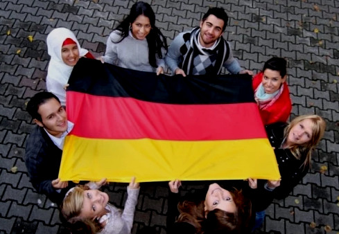 الديمقراطية ونمط الحياة يجذبان المهاجرين المغاربة الشباب إلى ألمانيا