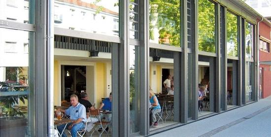 Penggunaan jendela sliding vertikal untuk bangunan komersial bisnis