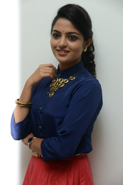 Nikhila Vimal at Meda Meedha Abbayi Pre-Release Function Photos