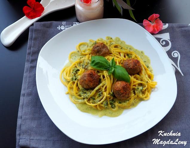 Spaghetti z sosem bazyliowym