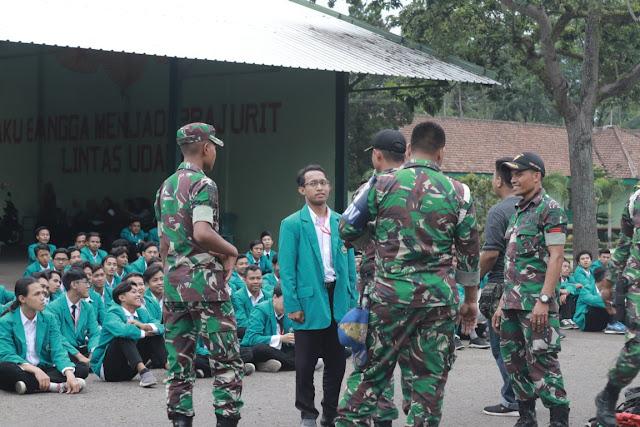 Yonif PR 502 Kostrad Berikan Bimbingan Dasar Kepada Mahasiswa Universitas Islam Malang