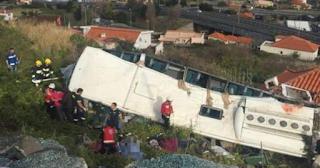 Τραγωδία στην Πορτογαλία: Βίντεο με τη στιγμή της ανατροπής του τουριστικού λεωφορείου που στοίχισε τη ζωή σε 29 ανθρώπους...