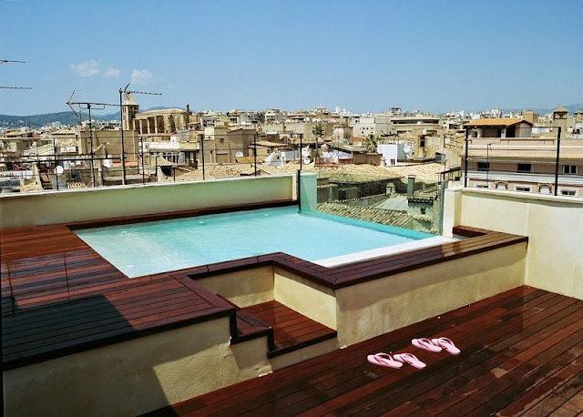 kolam renang di atas rooftop