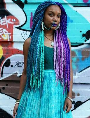 trenza africana de color morado y azul agua marina