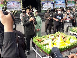Gelar Upacara Dirgahayu TNI Ke - 76, Bertepatan HUT Dandim 0820/ Probolinggo, Ke - 42.