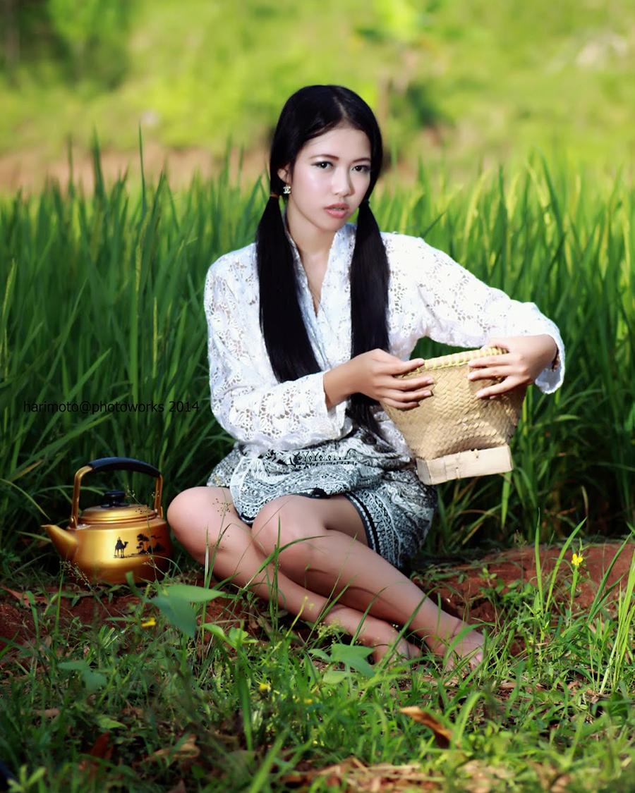 Sarung batik seksi dan hot gadis desa