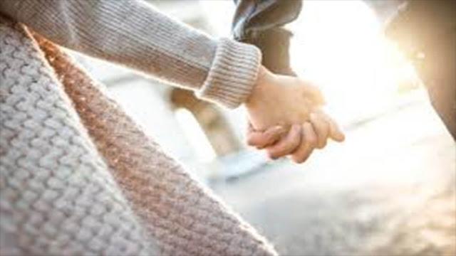 تفسير حلم رجل يمسك يدي لابن سيرين