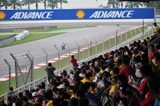 Apa Enak-nya Ya Nonton MotoGP Langsung Di Sirkuit Kalo Tarnyata Begini..