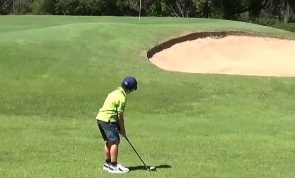 Permainan Golf Anak 5 Tahun Ini Layaknya Pemain Golf Professional