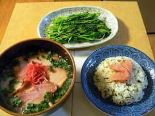 昼飯 豚骨ラーメンセット 高菜ご飯と炒め物セット