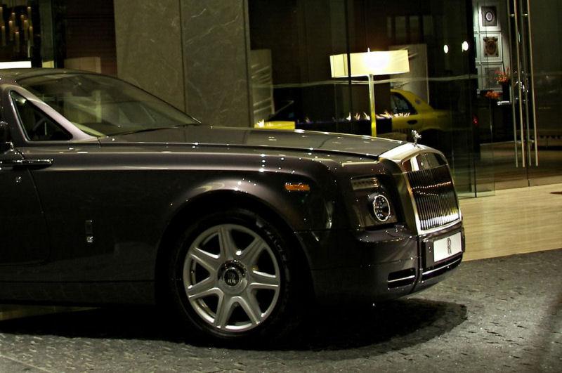 Rolls Royce Μεθυσμένος οδηγός πέφτει πάνω σε μια Rolls-Royce Mercedes M-Class, Rolls Royce, Rolls-Royce Ghost, videos