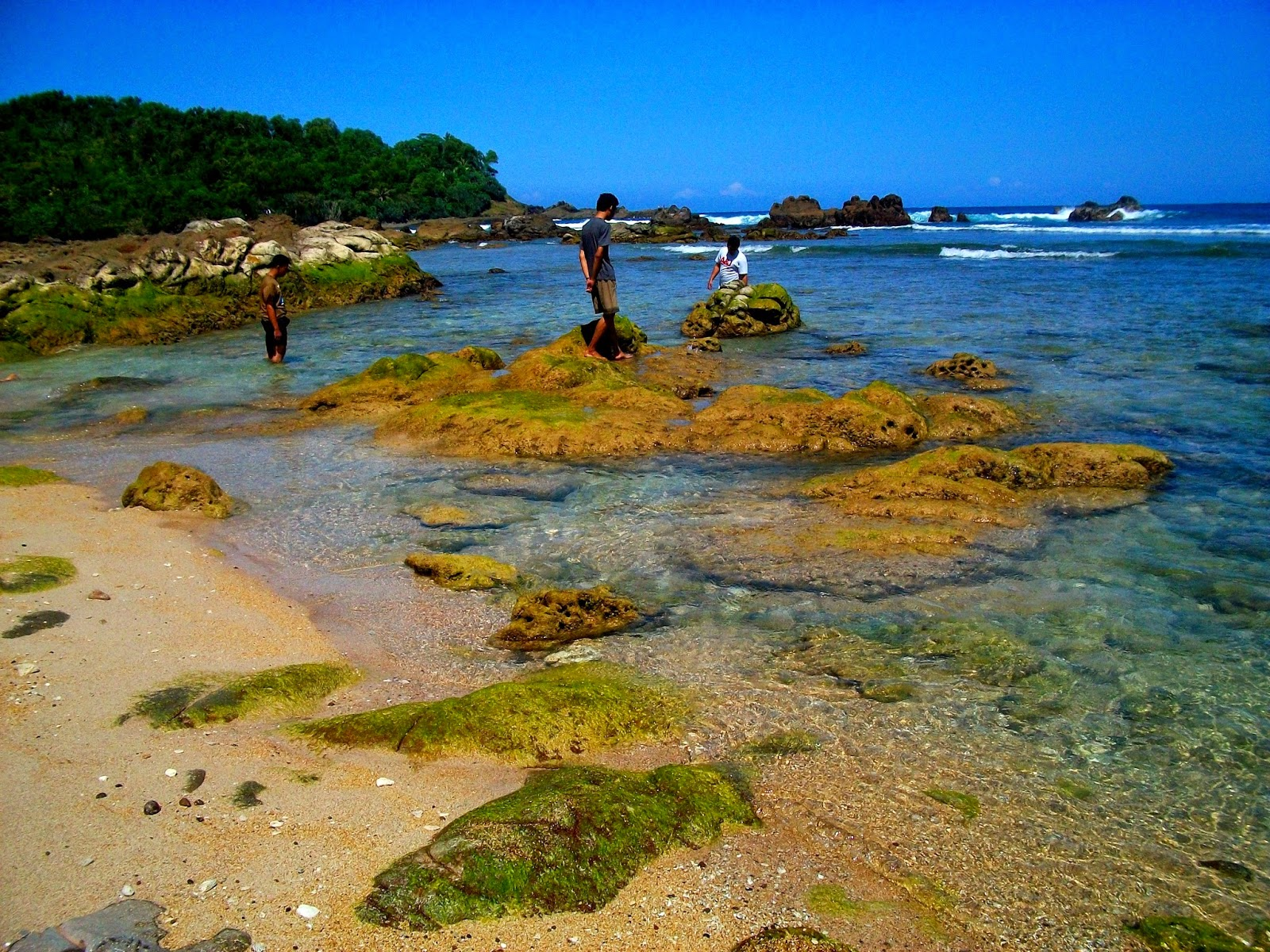 foto pantai wedi ombo wonosari yogyakarta