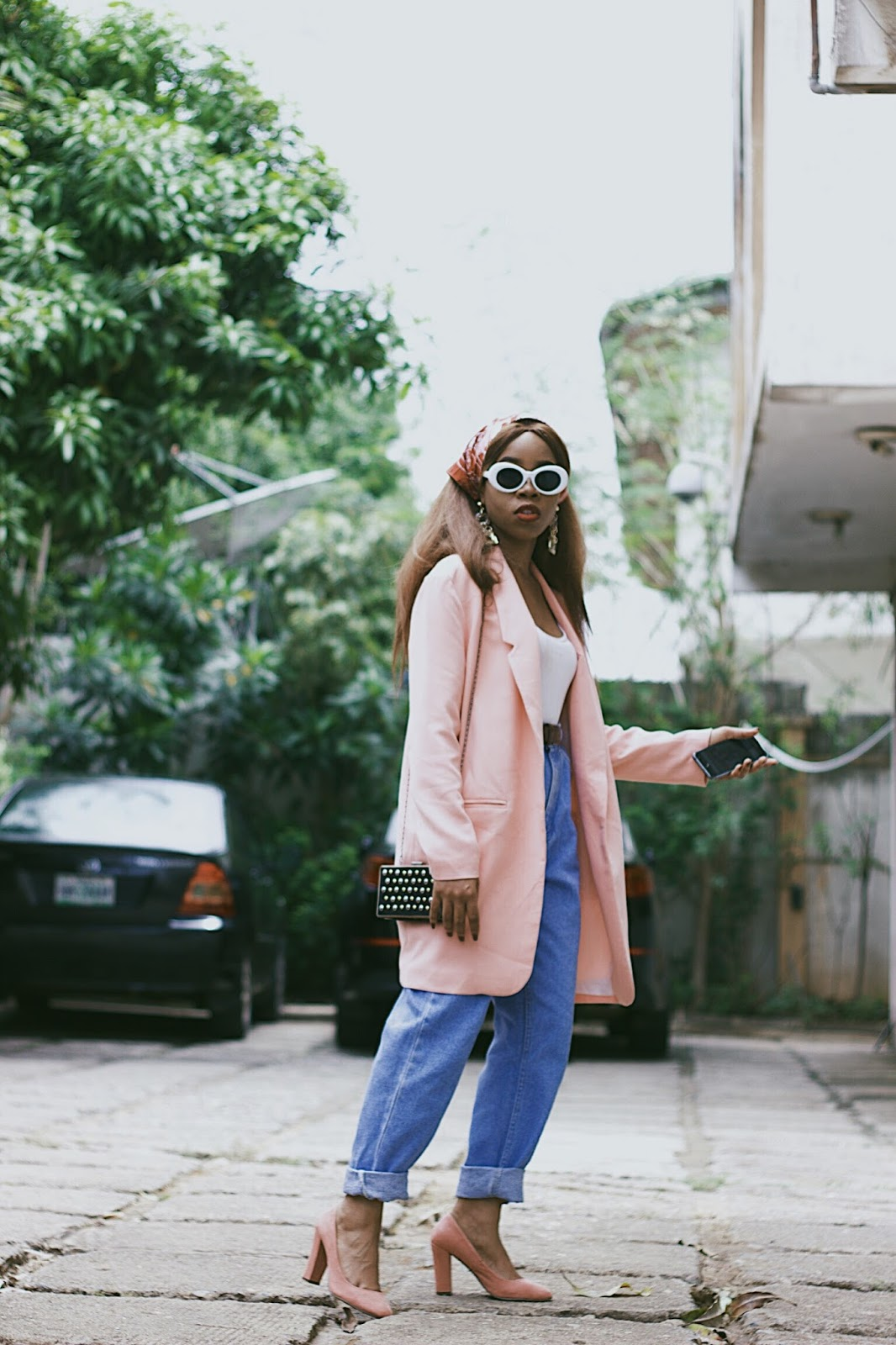 How to style mom jeans with an oversized blazer