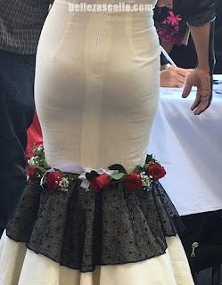 señoras sexys vestidos entallados marcando tanga