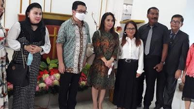 MOR dan Isteri Didoakan Para Pendeta GBI