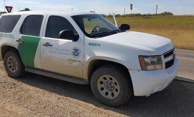 Cártel clonada Patrulla La Border Patrol; llevaba 10 indocumentados en la patrulla hasta con uniformes de agentes