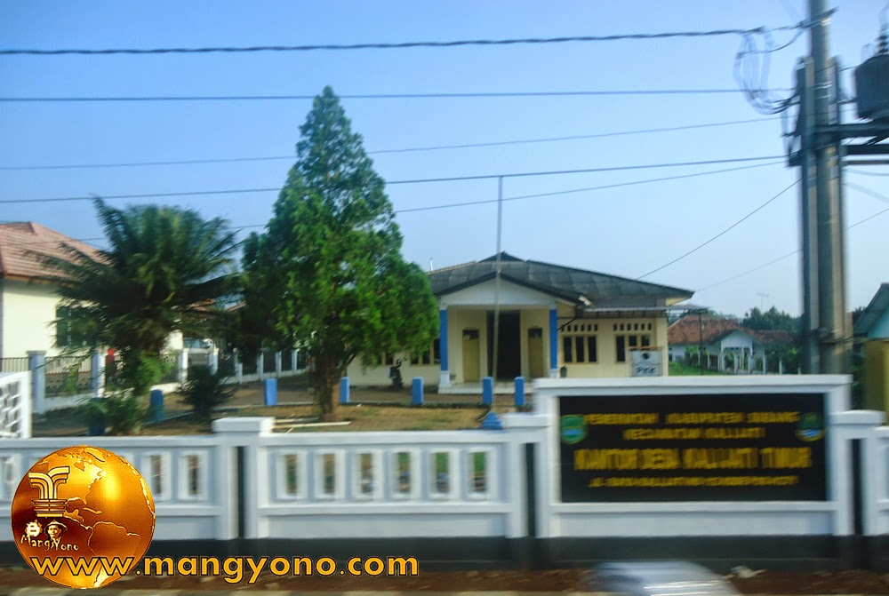 Kantor Desa Kalijati Timur, Kecamatan Kalijati. Kabupaten Subang. Poto ini hasil jepretan admin di bus.
