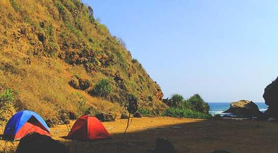 Camping di Pantai Wohkudu