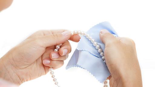 Vệ sinh và bảo quản an toàn trang sức có kết Ngọc Trai