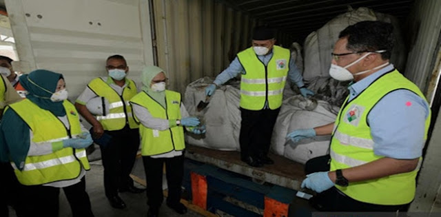 Malaysia Temukan Ratusan Kontainer Ilegal Berisi Limbah Berbahaya, Diduga Akan Dikirim Ke Indonesia
