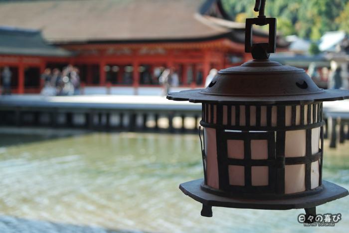 Lanterne suspendue, sanctuaire Itsukushima, Miyajima, Hiroshima-ken