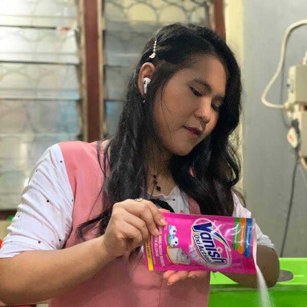 Vanish Oxi Action Solusi Super Praktis Merawat Baju di Rumah Aja selama Pandemi