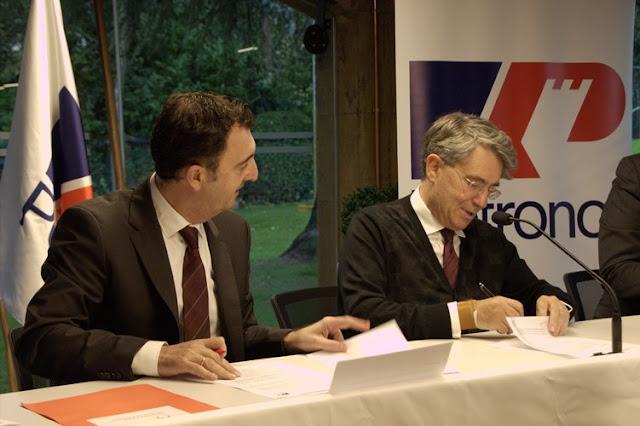 Firma del Convenio entre la Sociedad Coral de Bilbao y Petronor