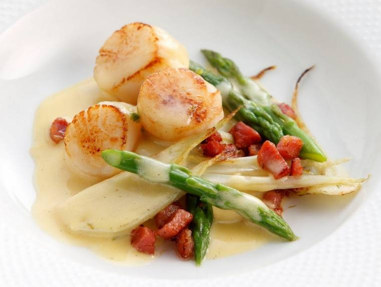 Scallops with Asparagus Tips and Vanilla Hollandaise