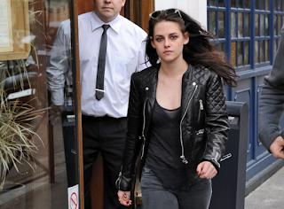 Penampilan Kristen Stewart dengan jaket kulit