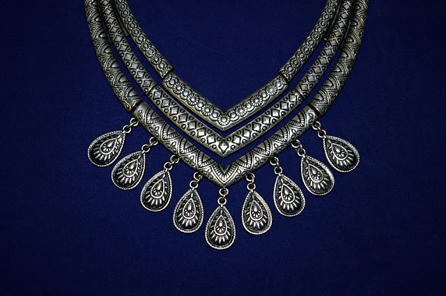 v neck jewelry
