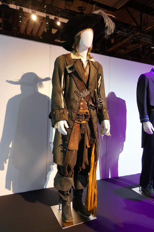 Geoffrey Rush Pirates of Caribbean Pearl Captain Barbossa costume