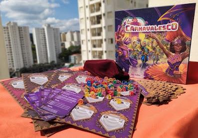 Canadense apaixonado por carnaval desenvolve jogo de tabuleiro sobre os desfiles das escolas de samba