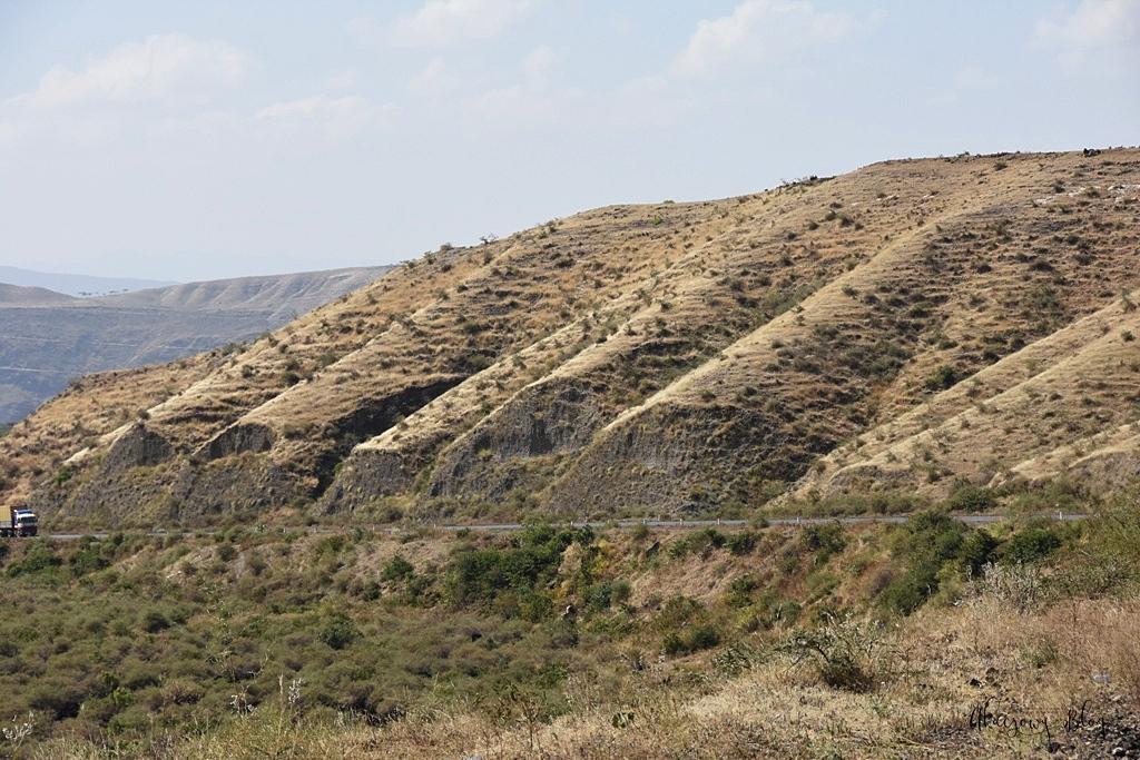 Podróż po Etiopii - część 25 - Jedziemy na północny wschód w kierunku Parku Narodowego Awash.