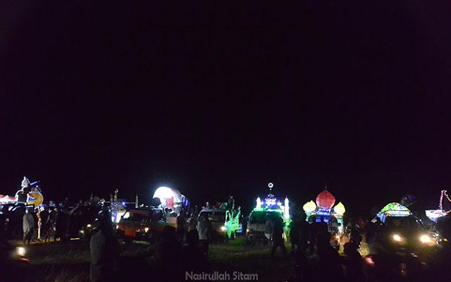 Kelap-kelip lampu hias dekorasi dari kejauhan