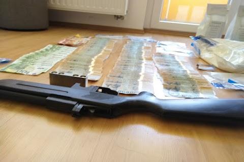 Tíztagú drogbandára csaptak le a rendőrök