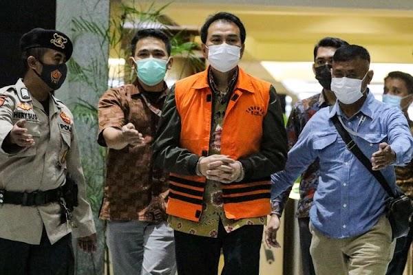 Azis Syamsuddin 4 Jam Diperiksa KPK, Pakai Rompi Oranye dan Diborgol