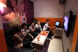 5 Tips Aman Terhindar Stigma Negatif Saat Menyanyi Di Studio Karaoke