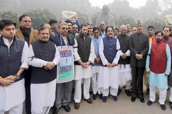 अभी भी कांग्रेस को नहीं आई सद्बुद्धि, नोटबंदी के खिलाफ सभी RBI दफ्तरों का घेराव करेगी कांग्रेस