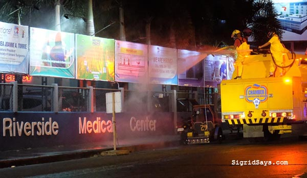 Chamber Volunteer Fire Brigade Disinfects Bacolod City Streets, Bacolod blogger, Bacolod City, volunteer firefighters, covid-19, firetruck, Bayanihan sa Bacolod, concerned citizens, Zonrox bleach, water, disinfecting Bacolod City