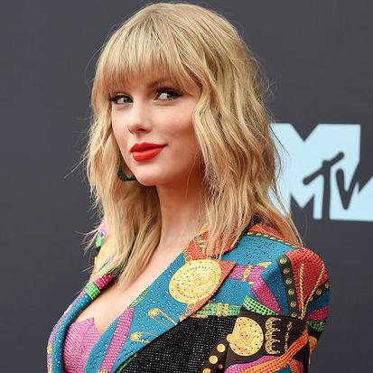 Taylor Swift's triumphant return to MTV VMAs in photos