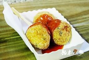 九份老街小吃美食|九份日式現炸蝦球|九份山豬肉香腸|阿蘭草仔粿芋粿|張記傳統魚丸