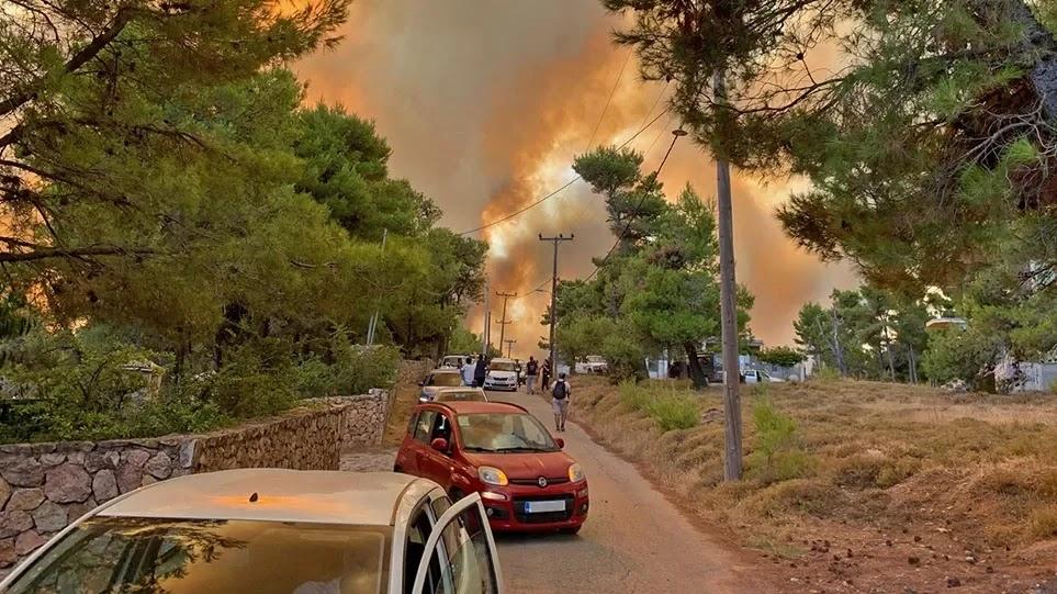 Καίγονται και οι Αφίδνες –  Πέρασαν την Εθνική Οδό οι φλόγες  χωρίς να φυσάει  ιδιαίτερα (video)