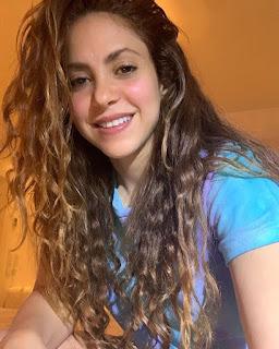 Shakira √