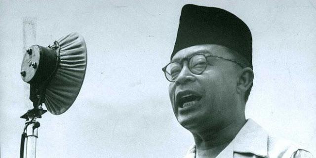 Bung Hatta adalah putra Ustadz Kyai Haji Jamil, Guru Thoriqoh Naqsyabandiyyah Kholidiyyah
